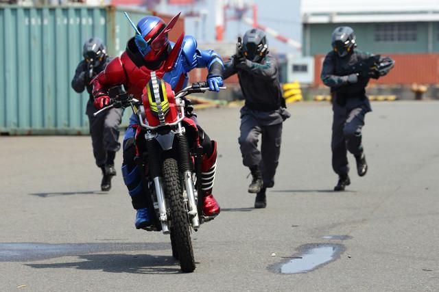 Kamen Rider Build and the Smash